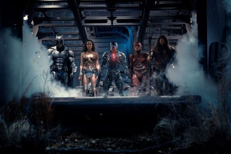 Batman, Flash, Wonder Woman, Cyborg and Auqaman in Justice League